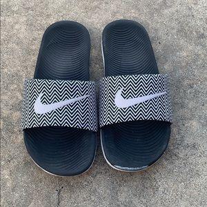 Nike Slides in Black/White Chevron